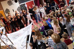 Dansen en zingen op Kinderen voor Kinderen