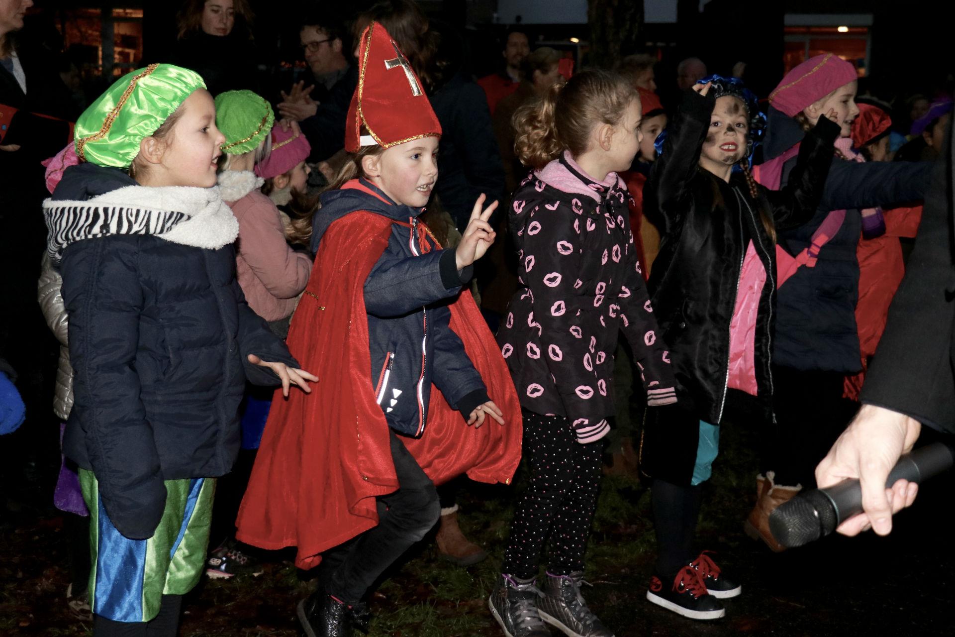 Sinterklaas Werd Ontvangen Met De Pieten Sinterklaas Move Edese