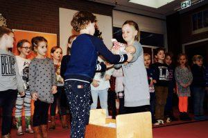 Groep 2 zingt het kerstverhaal met Jozef&Maria 'Lieve Jozef'