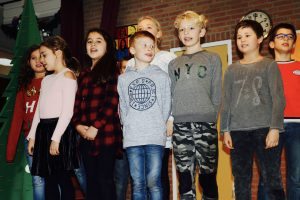 Groep 6 zong heel knap in canon 'Ding Dong'