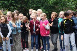 De kinderen moedigden hun juf of meester hard aan!